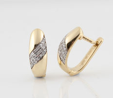 14 kt white and yellow gold earrings, 0.18 ct G-H / VS1-SI1, measurements 16 x 11.5 x 5.9 mm