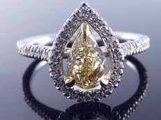 Diamond ring with GIA certificate, pear-shaped natural fancy brownish yellow diamond, 0.88 ct in total