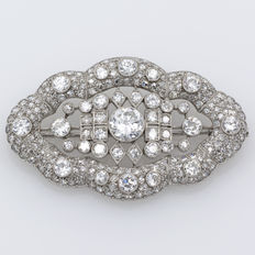 Platinum Art Nouveau style brooch with central diamond of 1.35 ct.