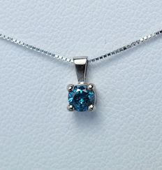 18Kt white gold pendant  with blue diamond of 0,20 ct. - 45cm