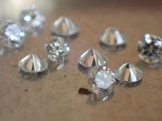 Lot of 10 brilliant-cut diamonds of 1.70 mm,  0.20 ct in total, E colour,  VS/SI 1 clarity.