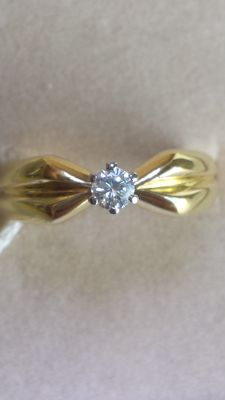 18 kt gold solitaire ring with 0.18 ct diamond, colour F/G. Size 13