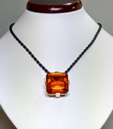 Pendant made from 18 kt gold with a large citrine, approx. 65 ct.