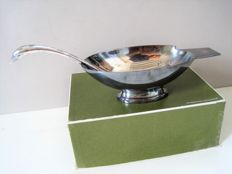 CHRISTOFLE / GALLIA silver plated ART DECO swan-shaped sauce boat by Chr. Fjerdingstad - Design from 1932 - original packaging