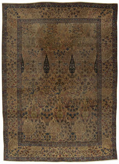 93496 – Amazing, unique Kirman Ravar Lavar rug – 340 x 243 cm – With certifiate of authenticity by an official appraiser – Era:   1880-1900 – (Galleriafarah1970)