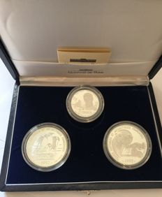 """France - 5 and 100 Francs 1992 """"Southern Antarctic French territories"""" (case of three coins) - silver."""