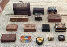 Lot of 15 beautiful wooden boxes made in hand, with iron, leather  and bronze inserts.