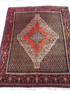 Large original Senneh rug - Persian, Kurdistan - In excellent condition - 156 x 28 cm - 1950s - Hand-knotted.