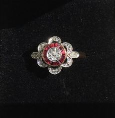 Antique Art Deco entourage ring - Two-tone 18 kt gold with rubies and diamonds