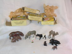 William Britains Zoological Series - Kavel met 2 Hippo's no.2003 - 1 Brown Bear & 2 Cubs no.9005 - 1 Baby Camel & 1 Malay Tapir no.9006 - 1 Eland Bull & 1 Stork no.9009