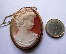 Large  Cameo Shell Brooch of a young lady