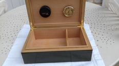 Humidor brand CONDAT with humidifier and hygrometer