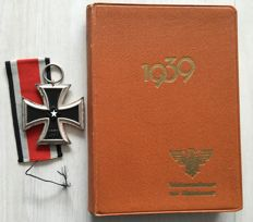 1939: Iron Cross 2nd Class and German official calendar