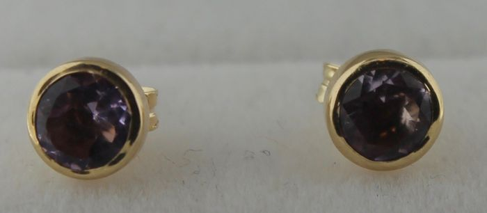 14 kt yellow gold, solitaire earrings inlaid with amethyst – Length: 3 x 3 cm