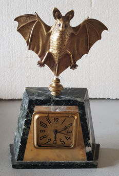 HAMBURG AMERICAN CLOCK COMPANY - Art Deco Desk Clock with Letter Rack, Crowned with  a Bat