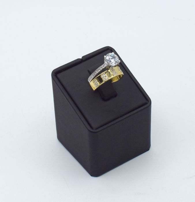 14k gold ring with synthetic stone - 16 mm