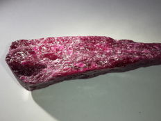 Rough natural ruby - 72×24×20 mm - 384 ct