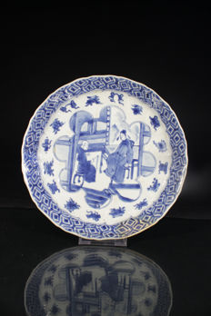 Blue/white plate with court depiction - China - Kangxi period (1661-1722)
