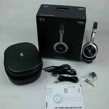 Ferrari, T250 headphones - case and accessories