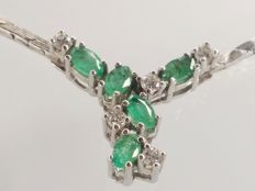 White gold necklace of 14k with emeralds( 0,70ct) and diamonds(VS/0.30ct)