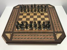 Chess set: Conquest of Granada. Series  of 18 carat gold.
