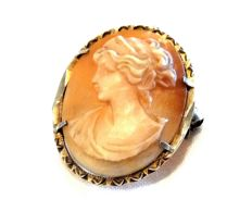 Old Cameo Pendant/Brooch. Period: 1900-20.