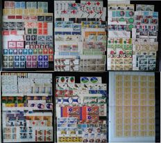 The Netherlands - Batch of 820 blocks and strips of 4 in stock book