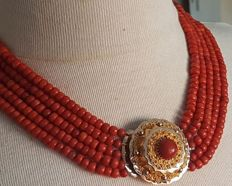 Five strands, very large precious coral necklace with a Gelderland (Veluwe) filigree gold clasp & a pair of antique 14 kt earrings with precious coral. Circa 1850–1900, used. Beautiful deep red colour.