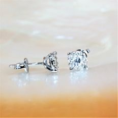 Pair of 18 kt white gold earrings - diamonds with optical effect, 1.40 carat in total