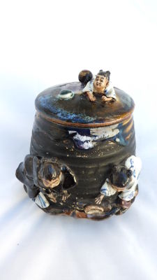 Superb Sumida covered pot - Japan - End of 19th century.