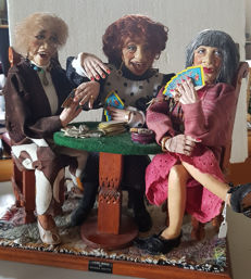 Magda Watts - Dolls - The card players