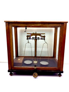 Analytical laboratory scales - of Griffin & Tatlock - England - ca. 1920