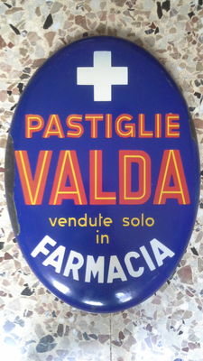 Oval enamelled advertising sign from the 1950s for Pastiglie Valda