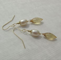 14k/585 gold earrings with mystic topaz and cultured pearls, length 4.4 cm