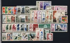 France 1960/1974 - 15 complete years - Yvert no. 1230 to 1829