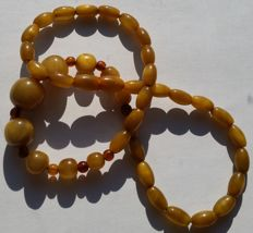 Necklace - olive beads, bakelite amber - rare collector's item - 16.13g