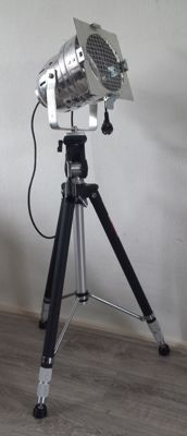 Vintage tripod (large) by the brand Silk with an aluminium theatre lamp