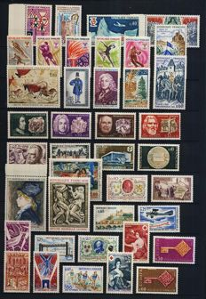 France 1968-1978 – 11 complete years with Blocks, Booklets, Red Cross and all sections.