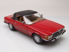 Sun Star - Scale 1/18 - Mercedes-Benz 350 SL Closed Convertible 1977 - Red