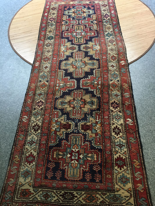 Wonderful hand-knotted Persian AZERBAIJAN/MESCHKIN with vegetable dyes! Approx. 105 x 285 cm - in very good condition - Persia - free shipping within Europe!