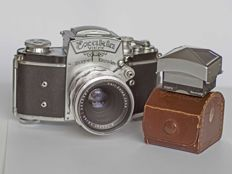 "Exakta Varex VX with Carl Zeiss Jena Tessar 50 mm 2.8 ""T"" lens and with additional viewfinder."
