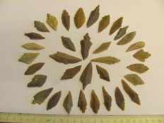 34x Mesolithic flint arrowheads - 30-50 mm (34)