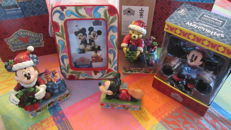 Disney, Walt - 4 figurines Enesco Disney Traditions - Presents from Pooh + Mickey'merry Christmas to you' + Pals for all time + Minnie Marionette