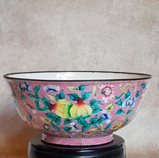 Canton enamel bowl with floral decoration – China – End of the 19th century