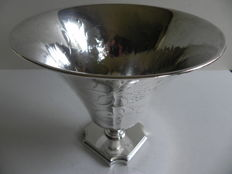 Silver dish with floral engraving on base, C.G. Hallberg - Stockholm Sweden - 1927