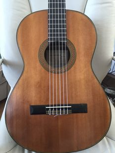 Guitar manufactured by J. FARRÉ for the PARRAMON company in 1955 and restored by the same luthier in 2004