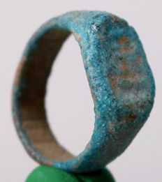 Egyptian blue faience ring - ∅ 2,1 cm - c. 0,83 inches
