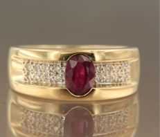 18 kt yellow gold ring centrally set with a 0.90 ct oval cut ruby and 16 brilliant cut diamonds of approx. 0.24 ct in total, ring size 17.5 (55)