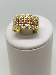 Yellow gold ring – Band featuring 2 rows of diamonds and 1 row of rubies for a total of 3 ct
