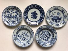 Lot of 5 blue and white porcelain plates - China - 18th Century